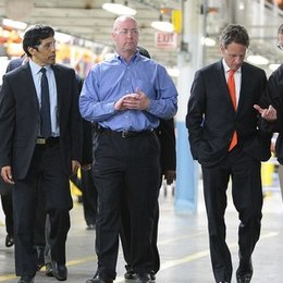 Featured full 2560px secretary geithner visits detroit  5669161307  7f8f0efba6 3fe7a97a41